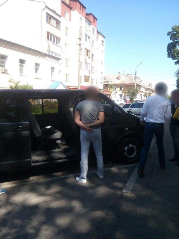 Во время получения 50 тысяч взятки на Черниговщине задержали чиновника лесохозяйственной отрасли