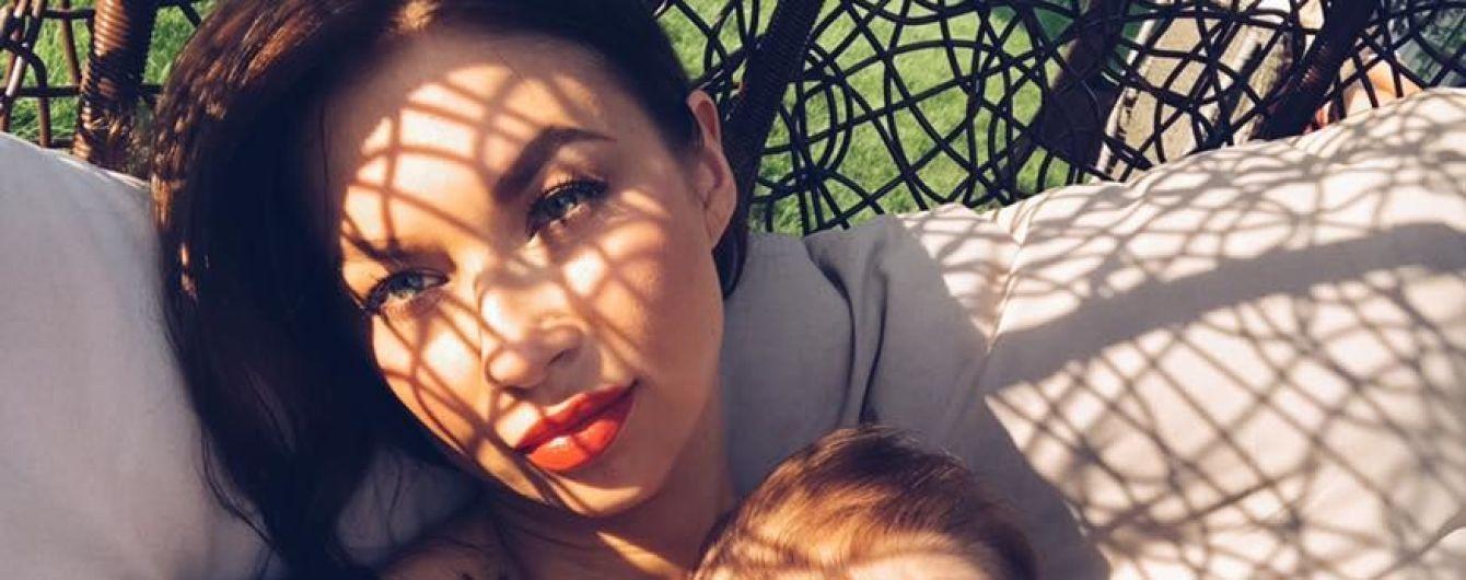 Логунова в обновленном имидже показала трогательные фото с дочкой и Ступкой