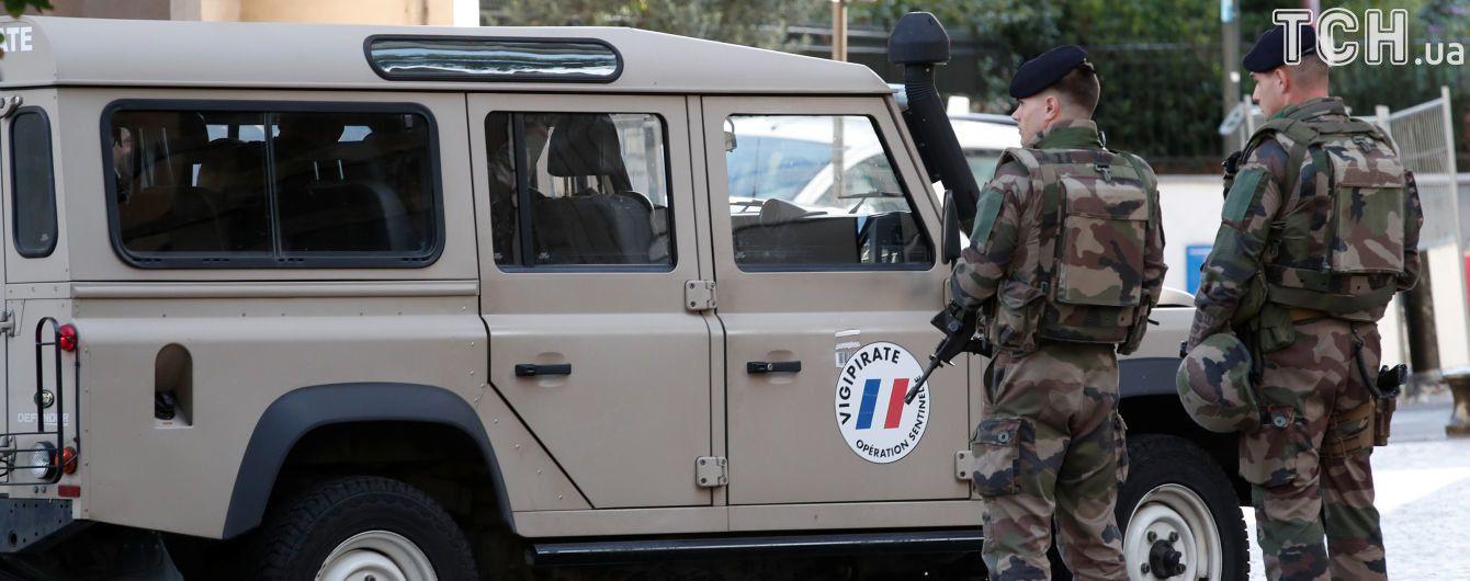 Поліція Франції з боєм затримала водія, який наїхав на групу військових у Парижі