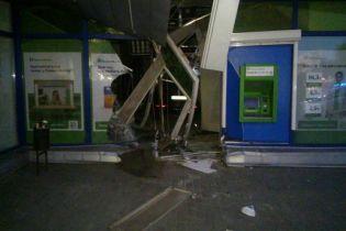 В Харькове водитель на полной скорости внезапно влетел в банк
