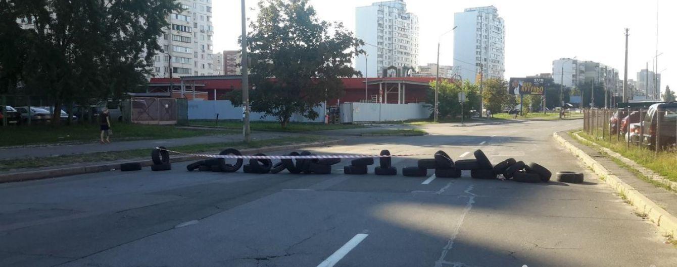 В Киеве протестующие парализовали работу нескольких маршрутов автобусов