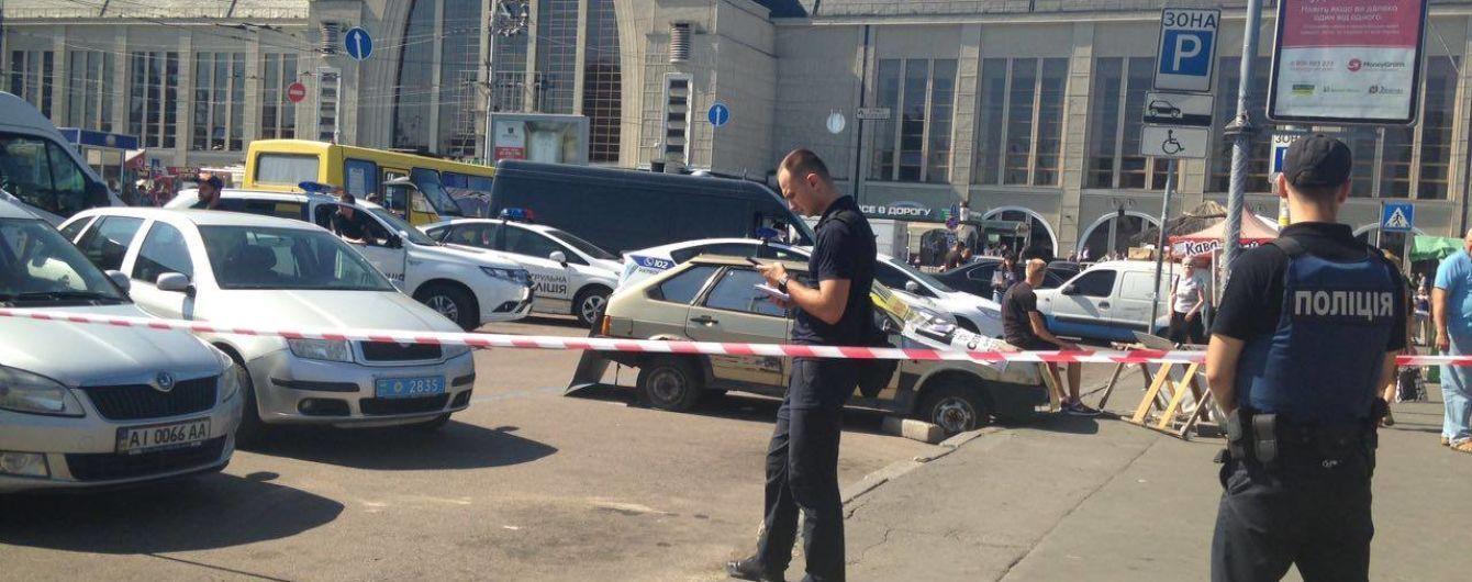 За кровавой стрельбой на вокзале Киева может скрываться конфликт перевозчиков