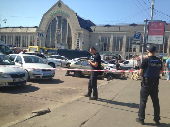 За кривавою стріляниною на вокзалі Києва може приховуватися конфлікт перевізників
