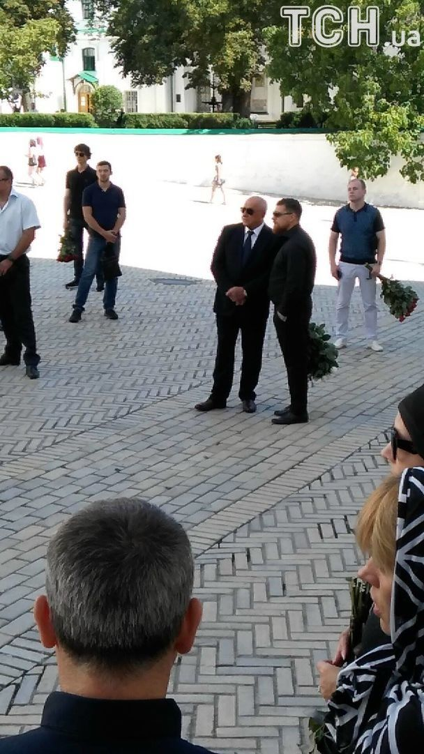 Попрощатись з загиблою екс-депутаткою Бережною прийшли Фреймут та Лобода