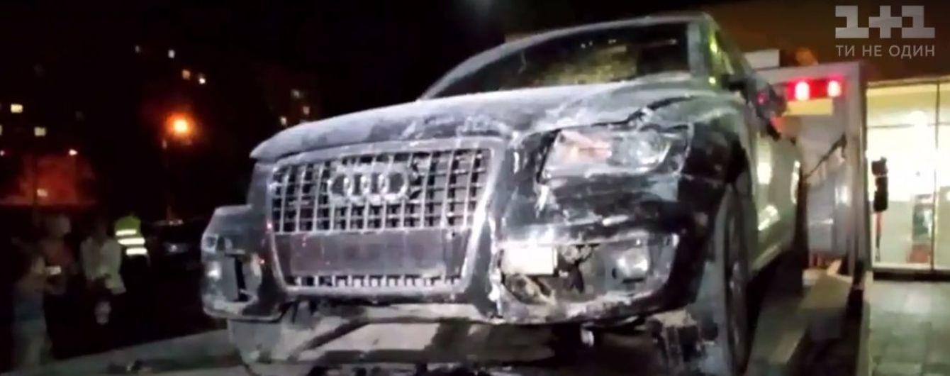 В Харькове вседорожник Audi протаранил отделение банка