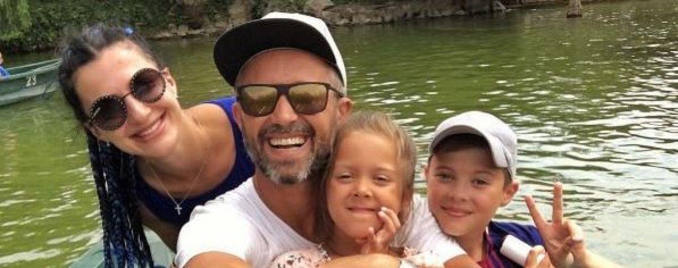 Семьянин Бабкин показал идиллию с женой и детьми во время отдыха в Испании