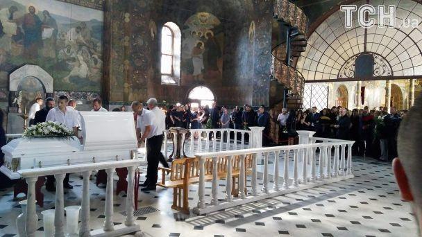 Попрощаться с погибшей экс-депутатом Бережной пришли Фреймут и Лобода