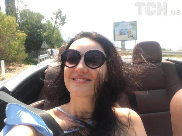 Отдых продолжается: Соломия Витвицкая похвасталась фигурой в купальнике и дизайнерских нарядах