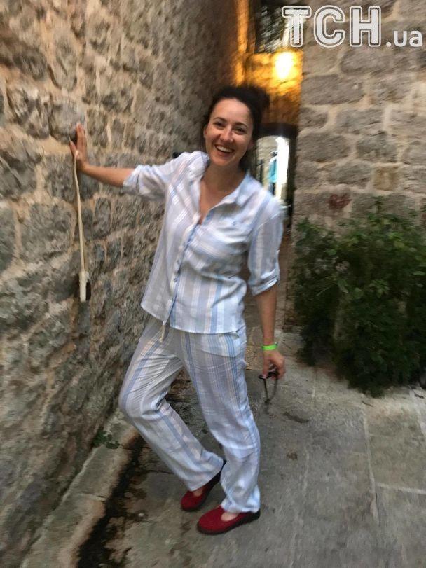Відпочинок триває: Соломія Вітвіцька похизувалася фігурою у купальнику та дизайнерських вбраннях