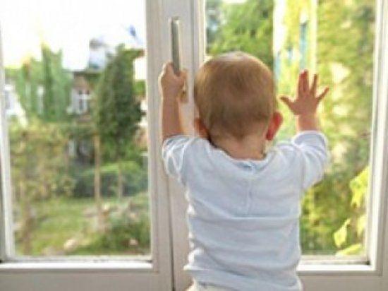 У Покровську з вікна випав 6-річний хлопчик