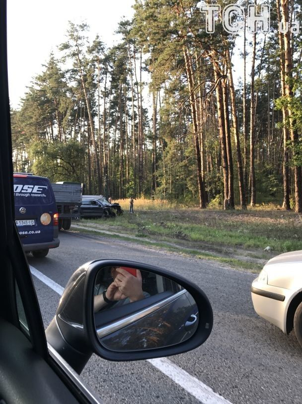 Под Киевом столкнулись фура и внедорожник, женщина-водитель в тяжелом состоянии