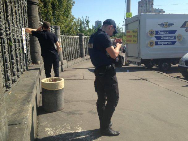 В Киеве возле железнодорожного вокзала произошла стрельба: есть раненые