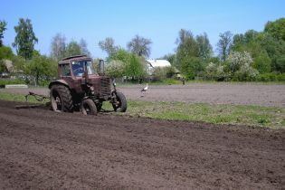 Землю - селянам. Перші  сім об'єднаних територіальних громад стали власниками сільгоспугідь