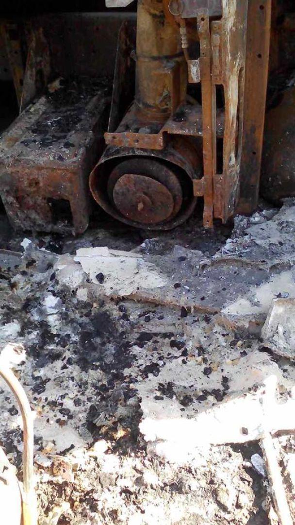 На Запорожье прямо на трассе дотла сгорел грузовик с 22 тоннами муки