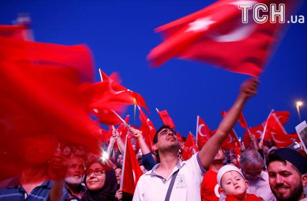 ВТурции осуждены 15 служащих газеты Cumhuriyet