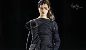 Складки, рюши и драпировки в коллекции Yohji Yamamoto сезона осень-зима 2017-2018