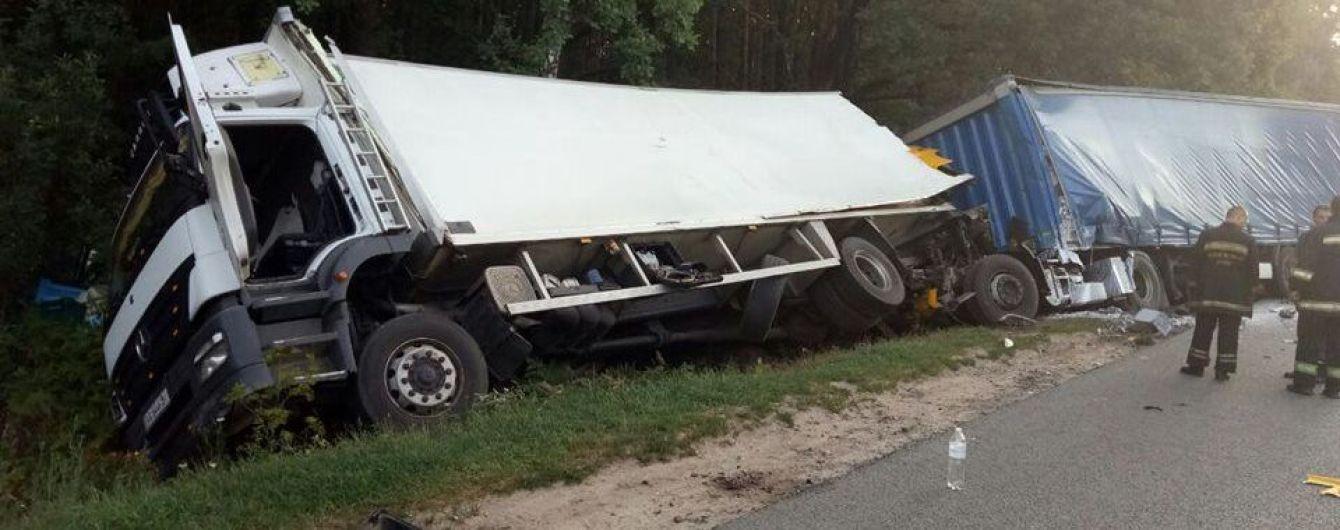 Житомирской области произошло смертельное ДТП: столкнулись два грузовика