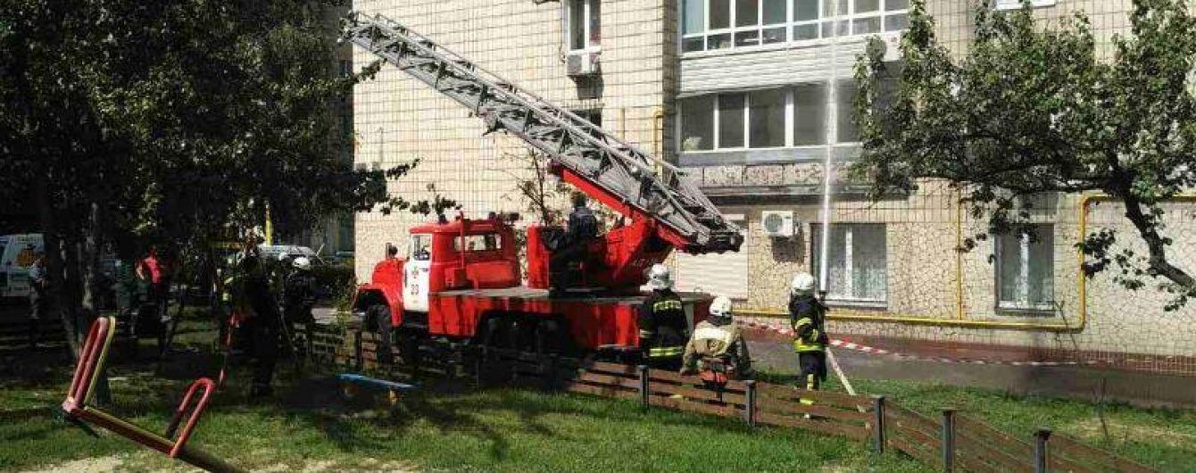 Доглядав, готував, співав: сусіди розповіли про квартиранта, який убив двох жінок і викинувся з вікна в Києві