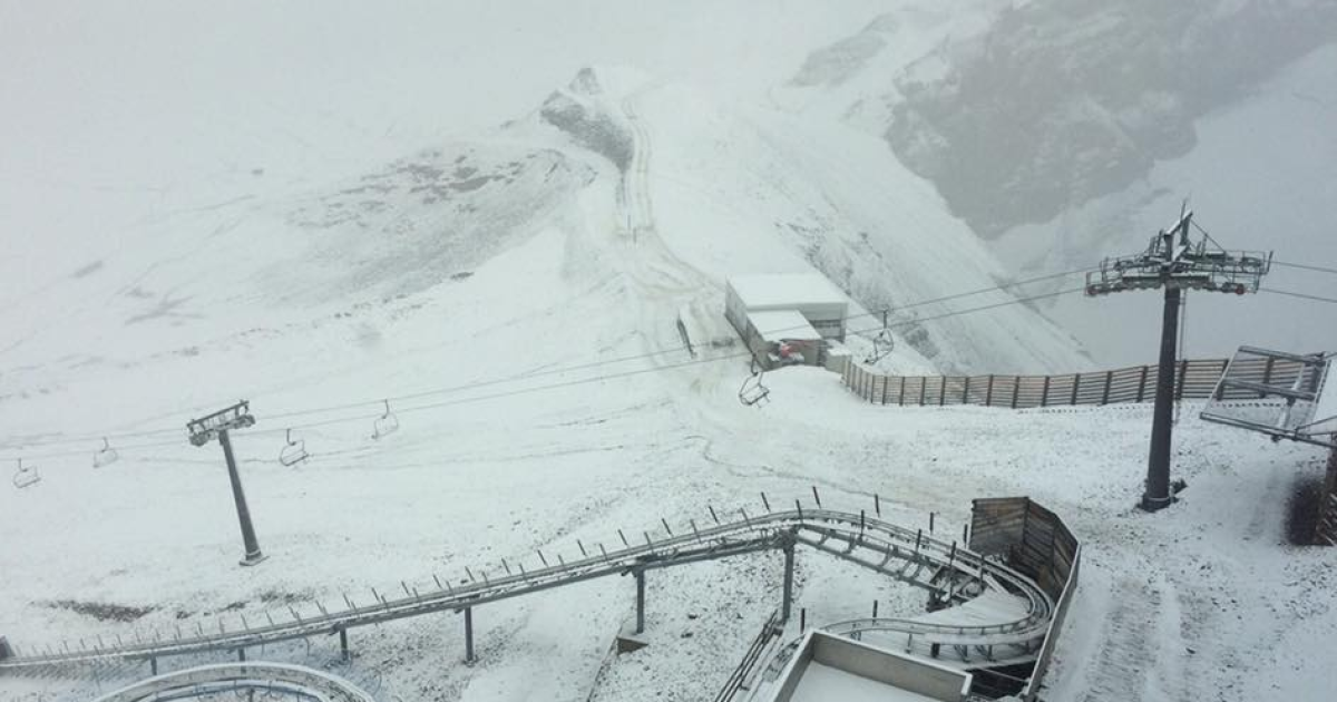 В Швейцарии выпал снег @ twitter.com/Igluski