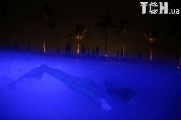 Казкові створіння. Reuters показав дивовижні фото плавання русалоньок у Бразилії