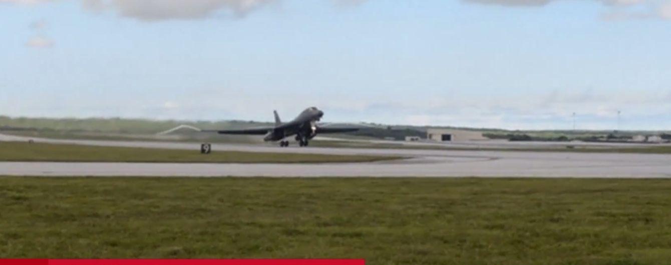 Американские военные с базы, которую грозит уничтожить КНДР, похвастались новейшим самолетом