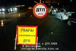 Жуткое ДТП в Киеве: пешехода после удара одной машины бросило под колеса другой