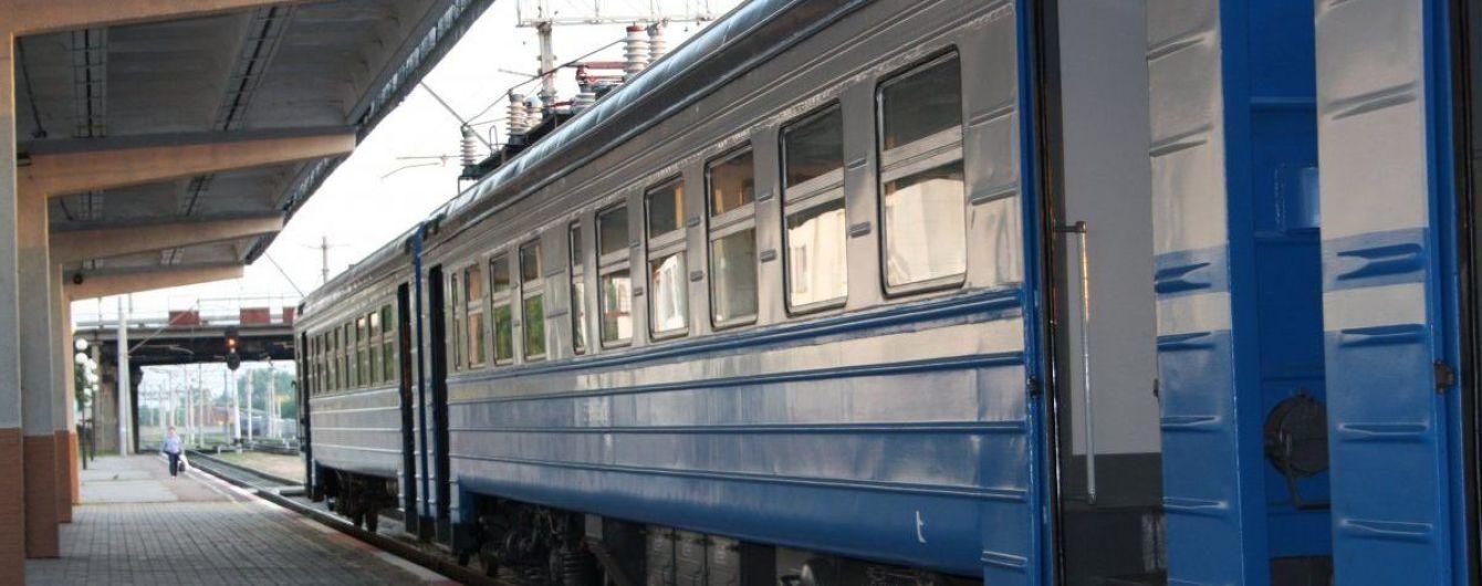 На Харьковщине парня ударило током на крыше поезда