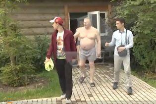 Жириновский в семейных трусах развлекался с молодыми парнями в бассейне
