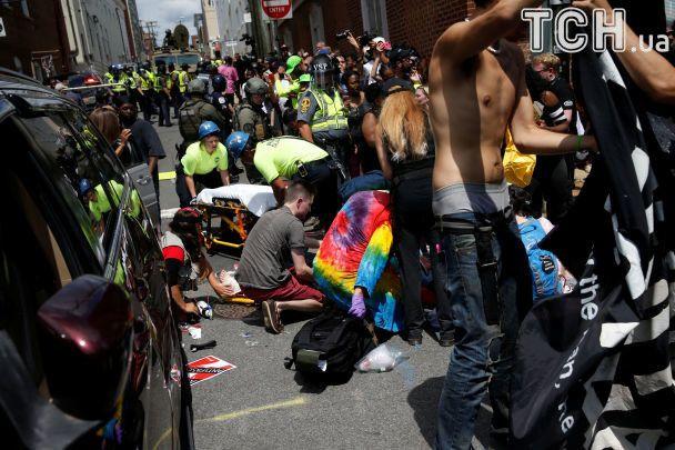 У США після сутичок і вбивства людини авто в'їхало в натовп протестувальників