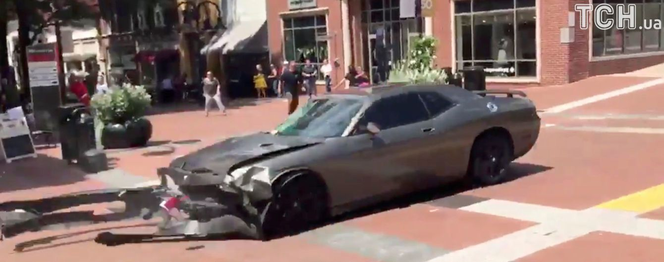 Поліція США назвала особу водія, який в'їхав у натовп протестувальників у Вірджинії
