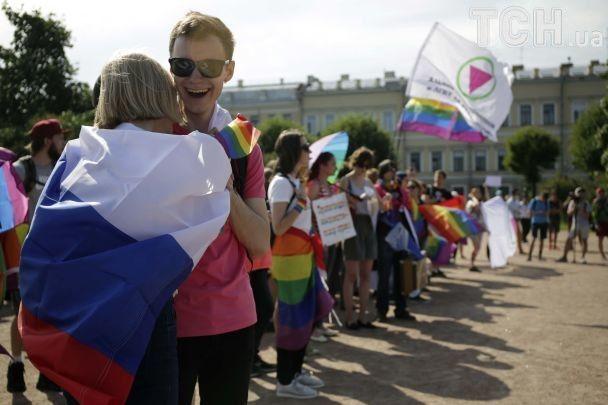 В России молодые люди напали на ЛГБТ-активистов и журналистов после митинга за равенство прав