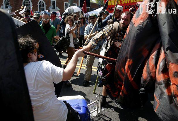 У США під час антирасистського протесту авто влетіло в натовп: є загиблий і два десятки поранених