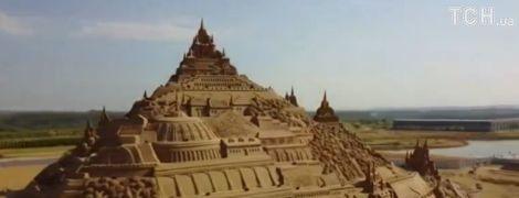В Китае построили самую большую в мире скульптуру из песка