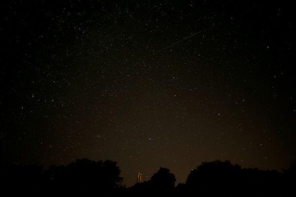 Яскраве нічне небо: Reuters показало видовищні фото метеорного дощу Персеїди