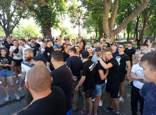 В Одесі одночасно відбулися акції на підтримку ЛГБТ та традиційних цінностей