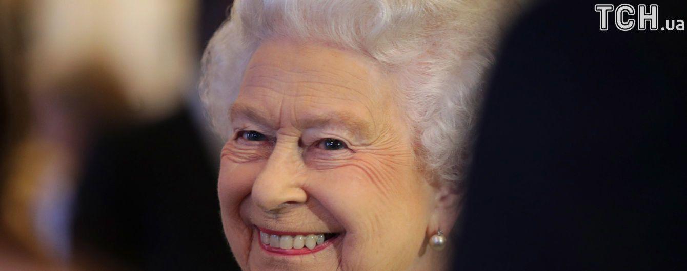 """ЗМІ розповіли, коли королева Великобританії Єлизавета II хоче """"піти на пенсію"""""""