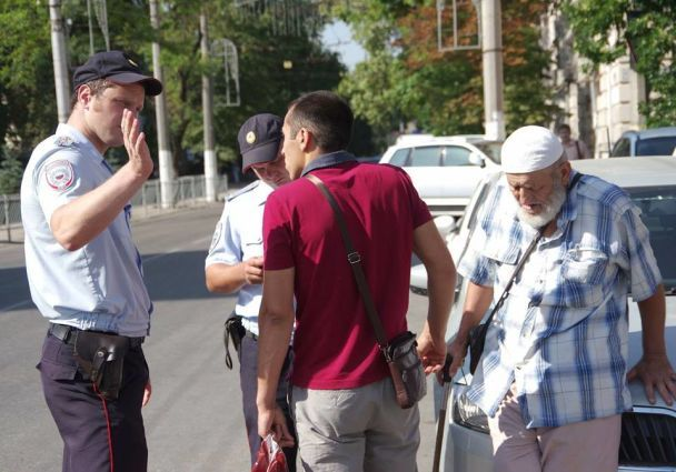 У Сімферополі затримали протестувальників пенсіонерів (Відео)