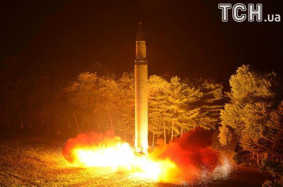 Загроза атаки КНДР: Кім Чен Ин наказав збільшити випуск ракетних двигунів і боєголовок