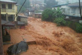 Количество погибших в результате наводнений и оползней в Сьерра-Леоне увеличилось до полутысячи