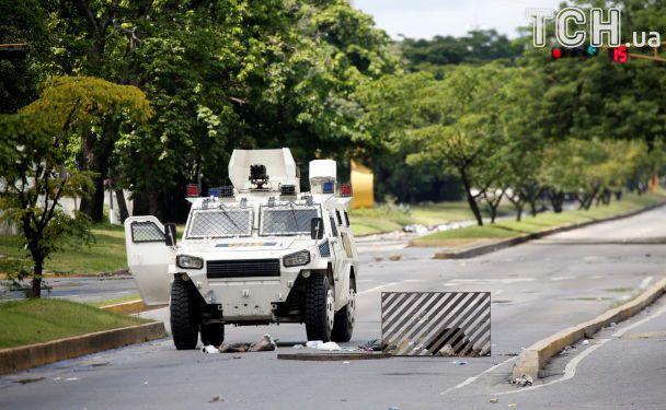 Власти Венесуэлы подавили восстание против Мадуро на военной базе
