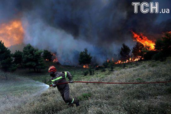 Атака стихії: у Європі пожежники борються із пекельним вогнем