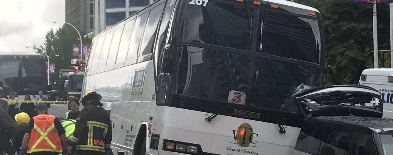 В Канаде автобус въехал в толпу, есть раненые