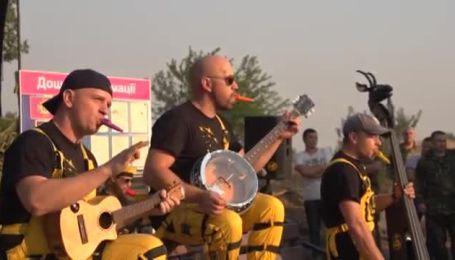 """Гурт """"Ot Vinta"""" та інші виконавці виступили перед військовими АТО"""
