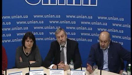 Більшість білорусів дивляться на ситуацію в Україні очима російських ЗМІ