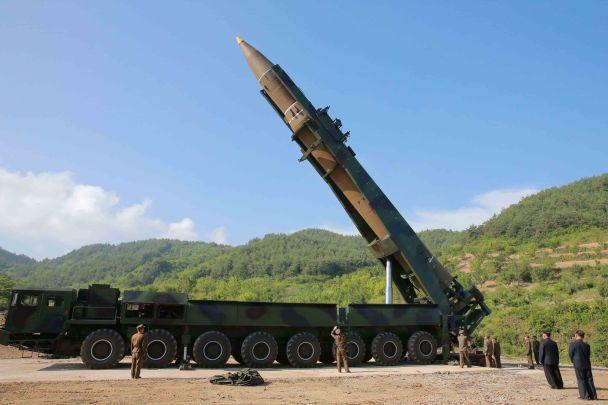 Доволен и счастлив. Как Ким Чен Ын наблюдал за запуском баллистической ракеты КНДР