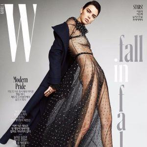 В прозрачном платье без белья: Кендалл Дженнер позировала для обложки глянца