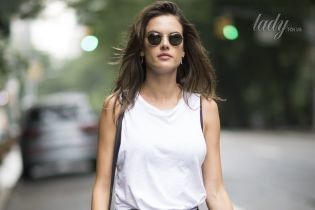 В мини-шортах: стильный повседневный выход Алессандры Амбросио
