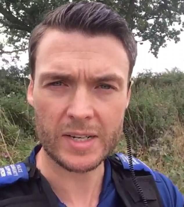 У Великій Британії жінки просять їх заарештувати заради знайомства із красенем-поліцейським