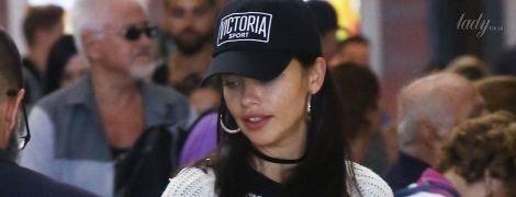Без макияжа и в простой одежде: Адриана Лима в аэропорту Лос-Анджелеса