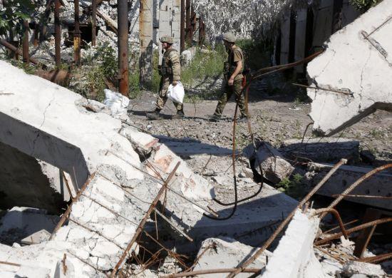 Один загиблий військовий та четверо поранених. Доба в зоні АТО